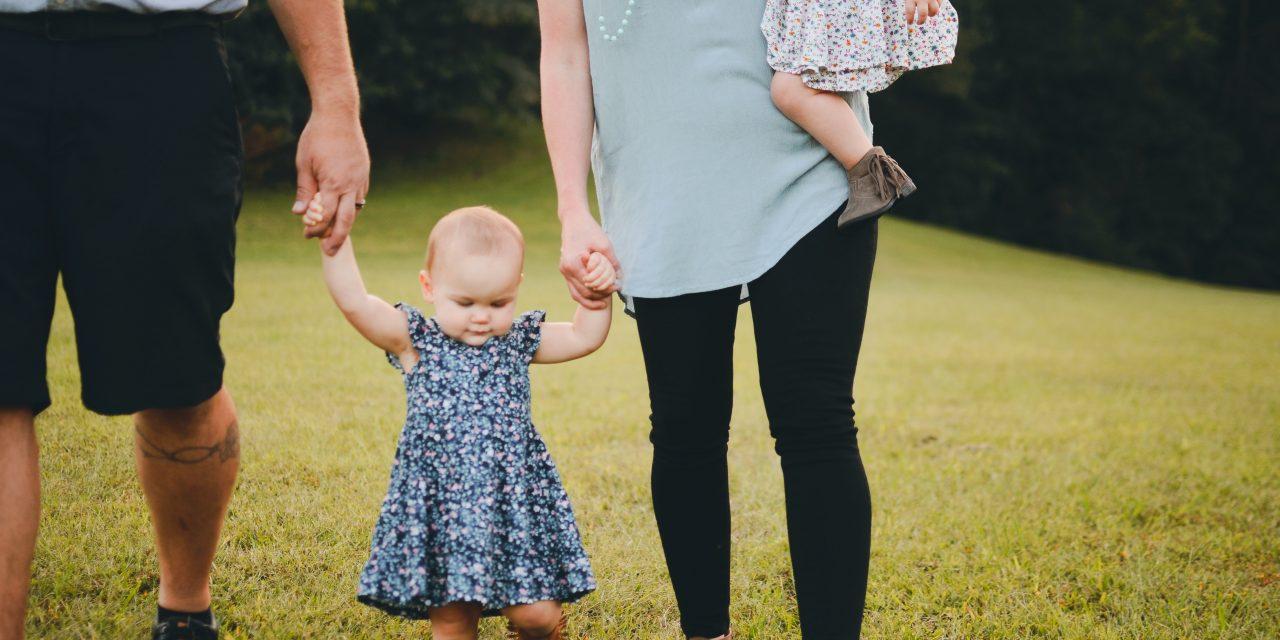 Idealnya Usia Berapa Bayi Bisa Berjalan ? Melatih Anak Berjalan
