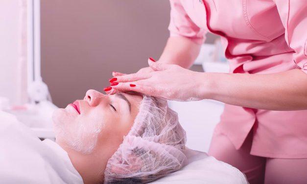 6 Produk Skincare Penting yang Harus Digunakan dari Klinik Kulit Terbaik