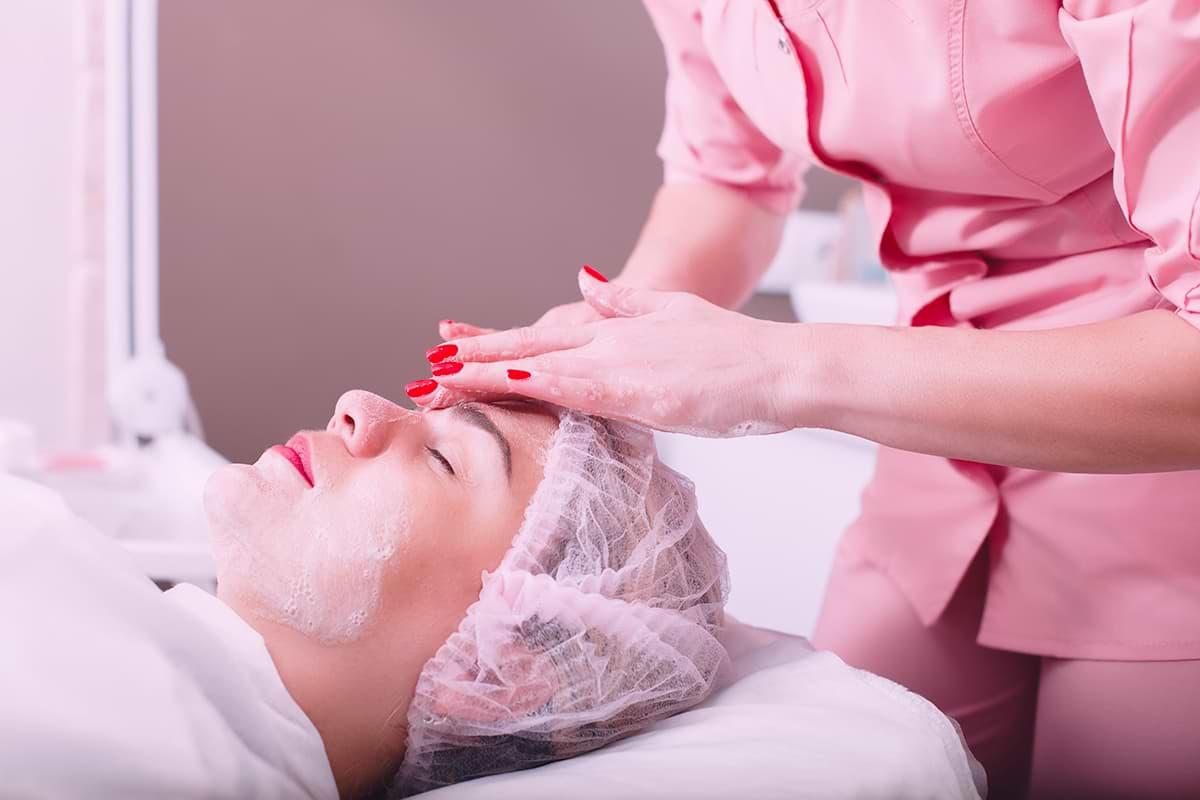 DuniaWanita-Produk Skincare Penting yang Harus Digunakan dari Klinik Kulit Terbaik