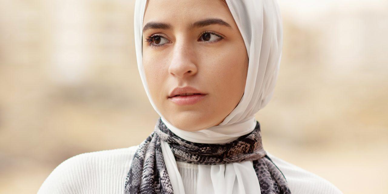 13 Sifat Wanita Muslimah Terbaik Yang Harus Diketahui