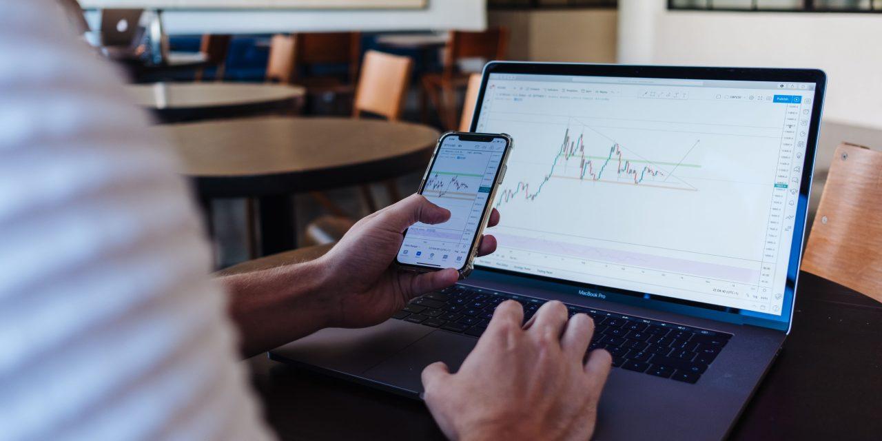 Apa Perbedaan Trading Forex dan Saham?