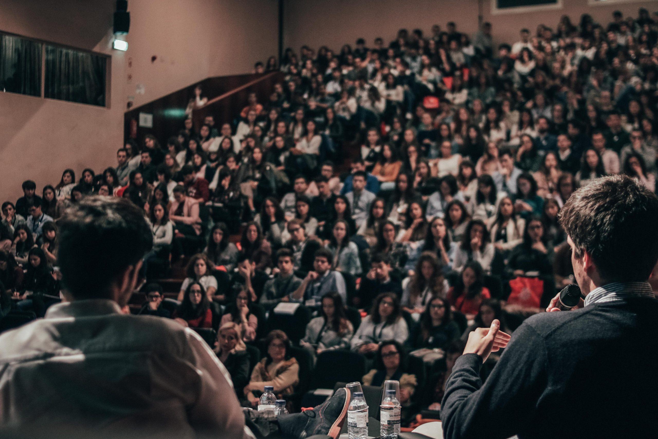 Entrepreneur Muda VS Youtuber di Webinar UBSI - Dunia Wanita