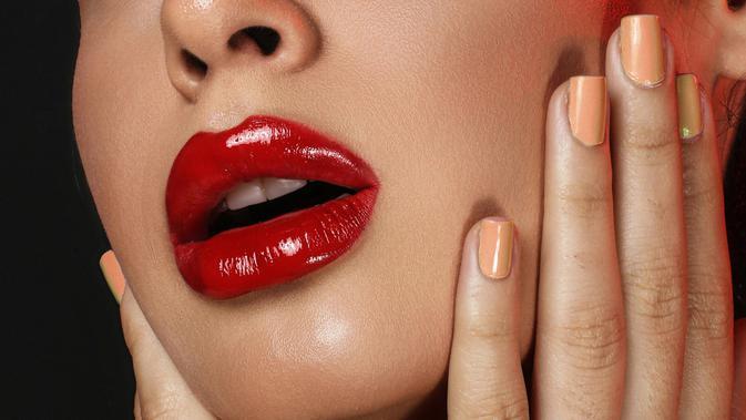 Cara Kilat Ubah Lipstik Matte Jadi Glossy yang Bikin Penampilan Berubah Drastis 2