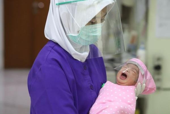 Bayi Rawan Terpapar Covid-19 – FAJAR 2