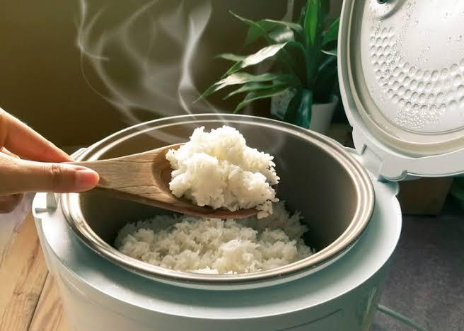 Benarkah Nasi Terlalu Lama Dipanaskan di Rice Cooker Beracun? Ini Penjelasan Ahli Gizi – FAJAR 2