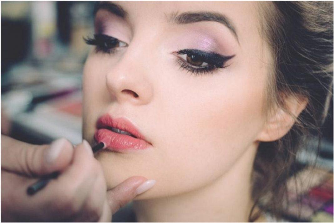 Cara Cepat Merubah Lipstik Matte Jadi Glossy yang Akan Membuat Penampilan Anda Lebih Menarik 4