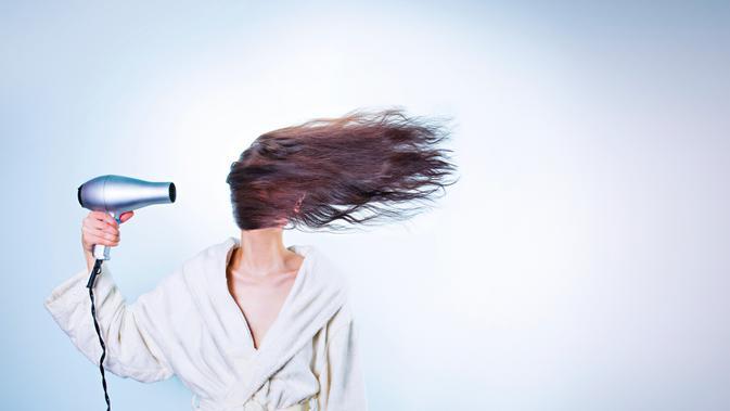 Harmonisasi Teknologi untuk Ciptakan Tatanan Rambut Lewat Hair Dryer dan Earbuds 2