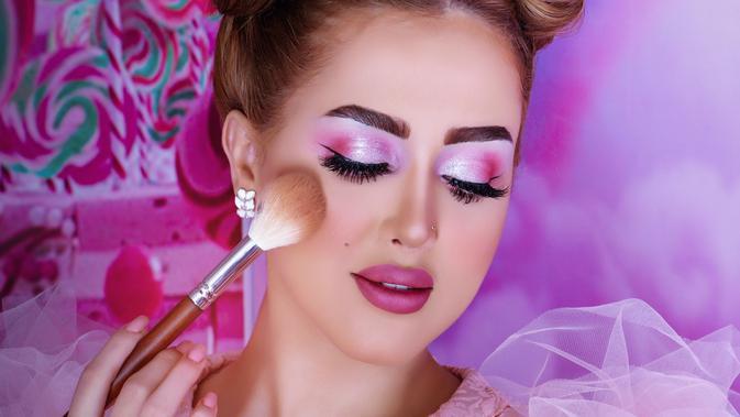 Rekomendasi Eyeshadow Warna Lilac yang Mempercantik Makeup Kamu 2