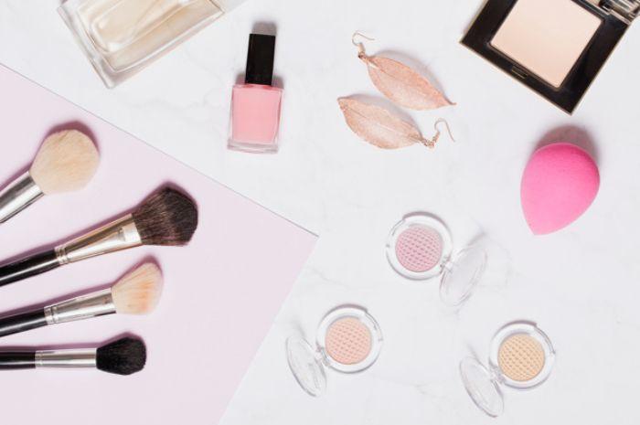 Bingung Pakai Brush atau Beauty Blender Saat Mengaplikasikan Foundation? Cari Tahu Karakteristik Keduanya yuk! - Semua Halaman 2