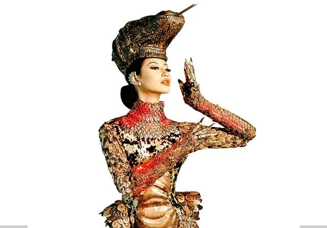 Pancarkan Kesan Mewah dan Liar, Ini Detail Kostum Komodo Ayu Maulida 2