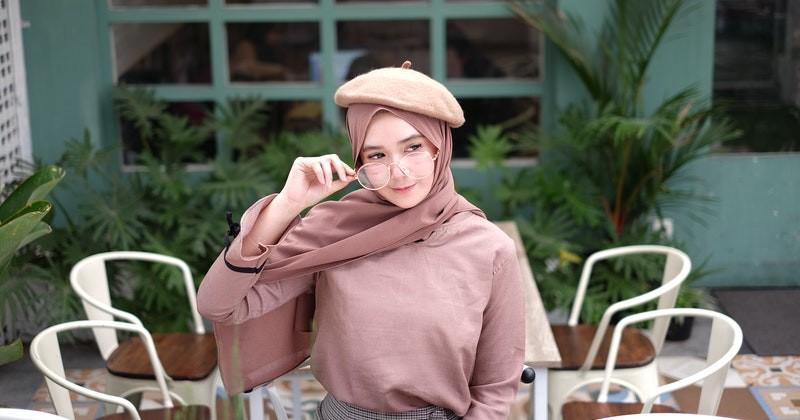 Warna Hijab yang Bisa Membuat Wajah Terlihat Tirus 2